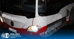 Zivilcourage: Fahrgast beendet Schlangenlinienfahrt eines Busses und verschwindet