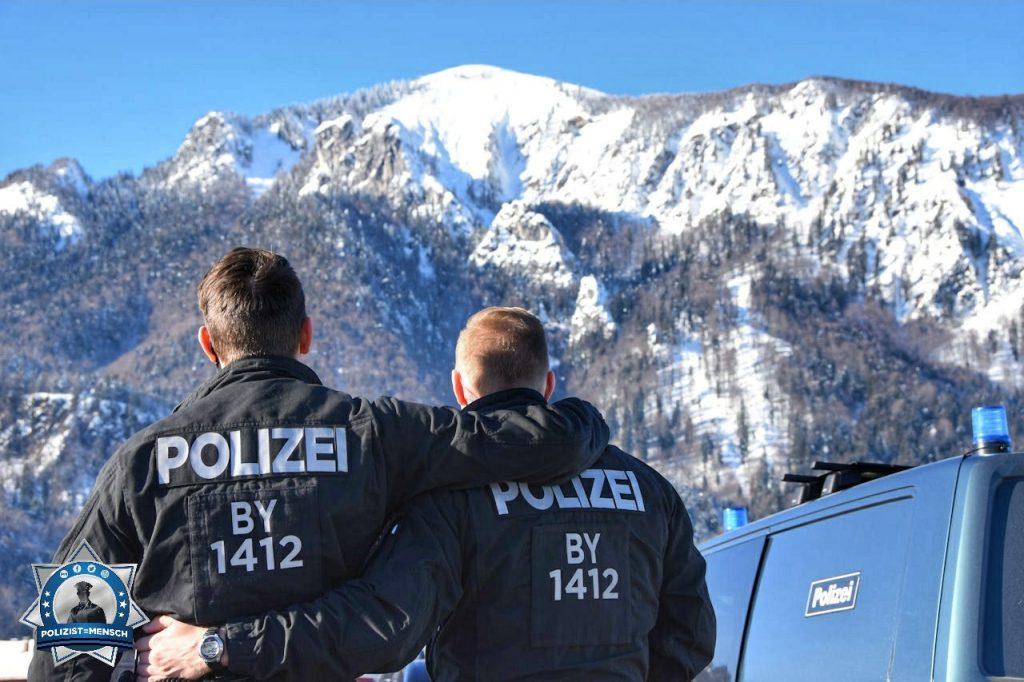 """""""Die 14. Hundertschaft aus München beim Biathlon-Einsatz in Ruhpolding. Grüße von Chris und Franz!"""""""