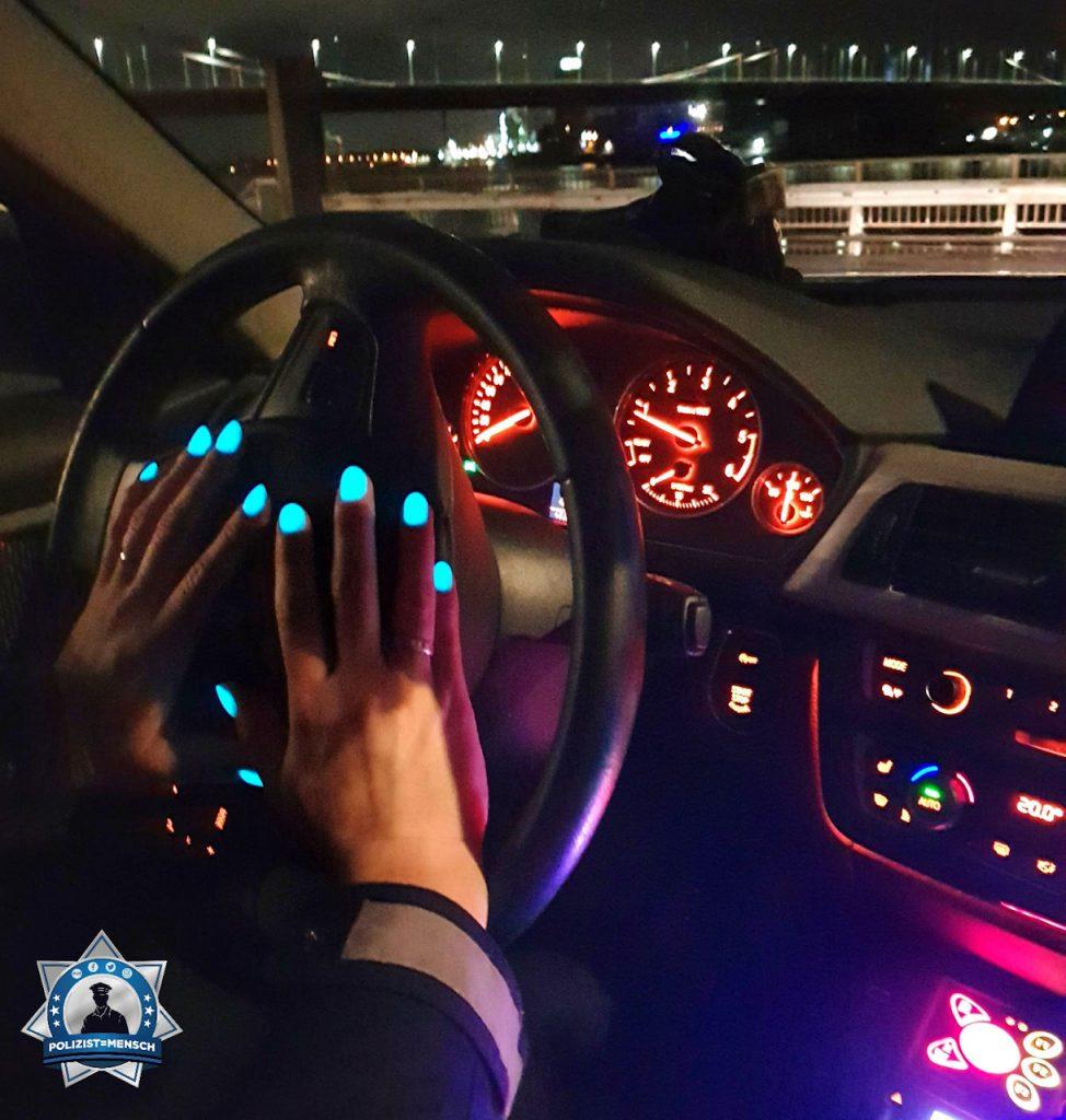 """""""Schöne Grüße aus dem Nachtdienst mit dem neuesten FEM, den fluoreszierenden Fingernägeln, von Anika und Cynthia aus Duisburg-Meiderich!"""""""