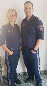 Lebensgefahr nach Sturz: Polizisten retten Frau mit gewaltsamer Türöffnung und Erster Hilfe das Leben