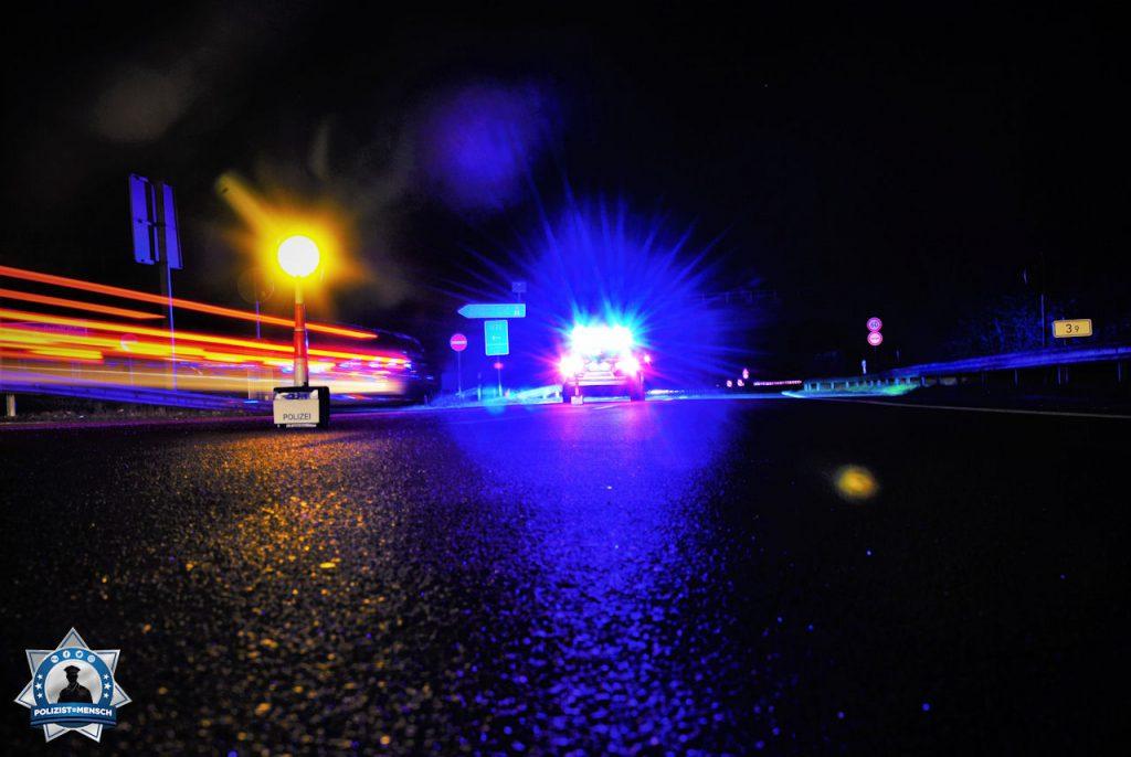 """""""Moin und liebe Grüße von der Autobahnpolizei Oldenburg bei einer nächtlichen Absperrung. Passt alle auf euch auf!"""""""