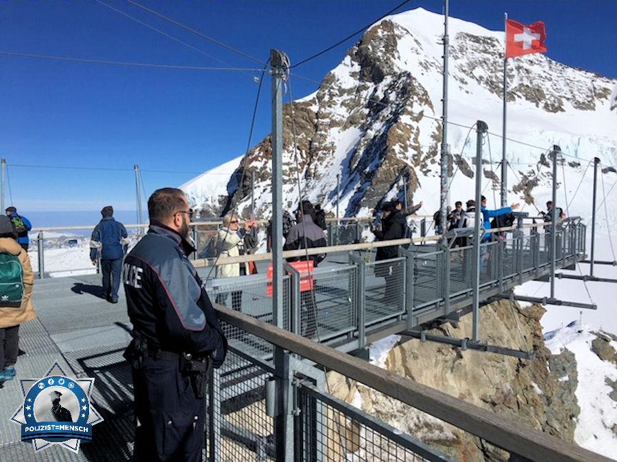 """Präventive Präsenz auf 3644 Meter üNN auf dem Jungfraujoch. Gruss Oli, Kantonspolizei Bern"""