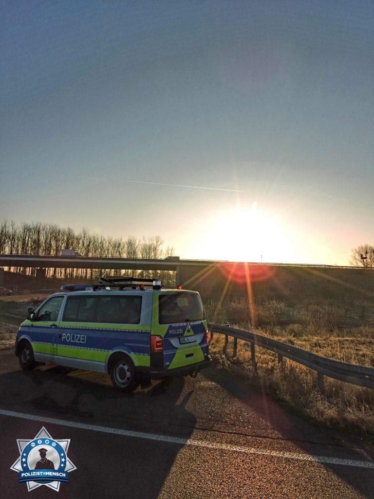 """""""Sonnenaufgang an der A24 AS Neuruppin-Süd. Wir wünschen allen Kollegen eine ruhige Schicht. Tim und Jonas"""""""