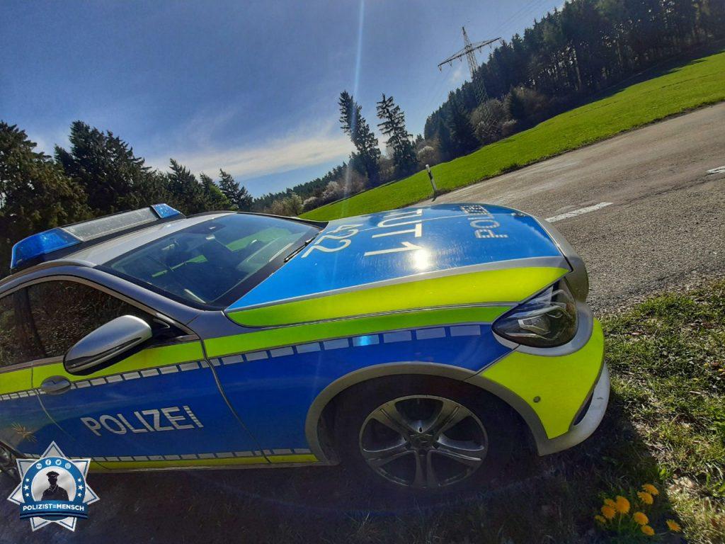 """""""Liebe Grüße aus dem Schwarzwald. Auch an Ostern wird für die Verkehrssicherheit gesorgt ☺️ Wir wünschen euch ein frohes Osterfest! Timmy & Matthias"""""""