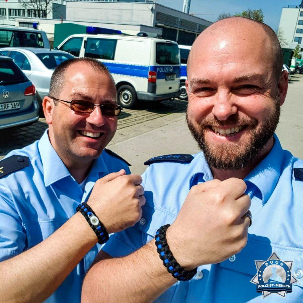 """""""Mir ist aufgefallen, dass unser Oberpfarrer Pater Gabriel auch ein Thin Blue Line Armband trägt. Grüße von der Bundespolizei, Wolfgang"""""""