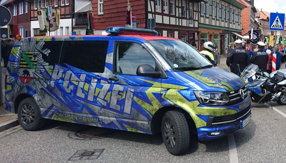 """""""Habt ihr schon den neuen Bulli der Polizei in Sachsen-Anhalt gesichtet? Uns wurde dieser Schnappschuss aus Wernigerode zugesandt…"""""""