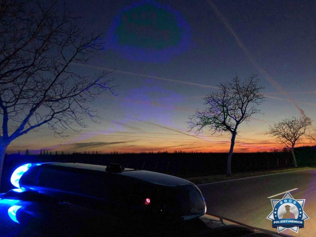 """""""20 Minuten vor Feierabend noch beim festgefahrenen LKW.... lustig ist anders. Aber wenigstens einen schönen Sonnenaufgang zu sehen 😄 LG Can"""""""