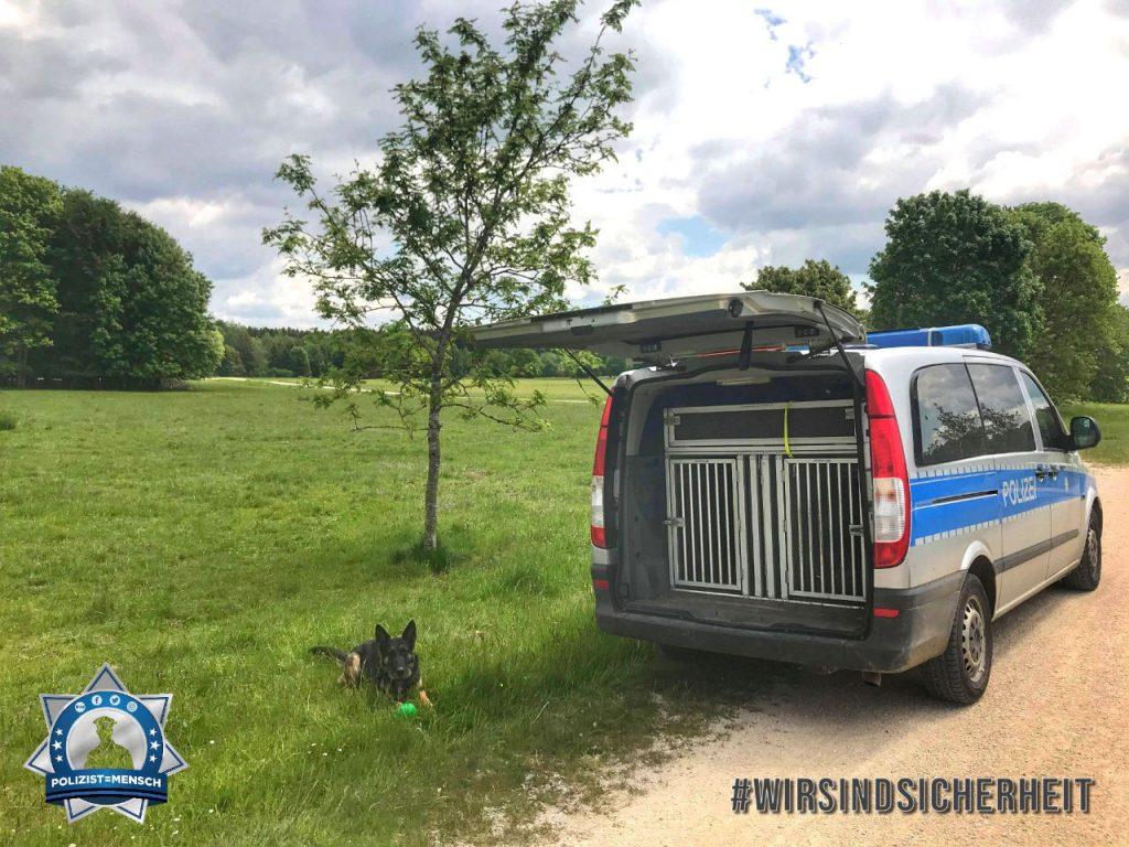 """""""Liebe Grüße vom Vatertagsausflug aus Sigmaringen von Heiko und Diensthund Dakota"""""""