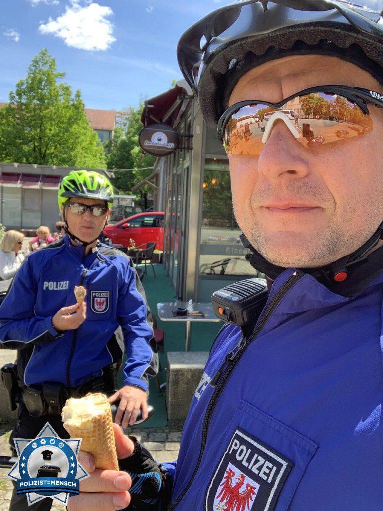 """""""Die Revierpolizei Potsdam ist auch mit dem Dienstrad unterwegs. Wir grüßen alle Kolleginnen/Kollegen und wünschen allen einen sonnigen Tag ☀️ Marco und Harry"""""""