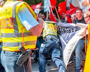 """""""Revolutionäre 1. Mai Demo"""": Polizisten des Antikonfliktteams angegriffen"""