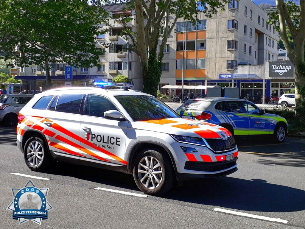"""""""Grüsse aus den Ferien im Kanton Wallis. Stadtpolizei Sion mit Skoda Karoq. Madlaina"""""""