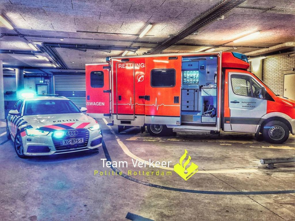 """""""Begleiteter Krankentransport aus Deutschland in eine Fachkinderklinik nach Rotterdam. Grüße vom Verkehrsdienst der Polizei Rotterdam!"""""""