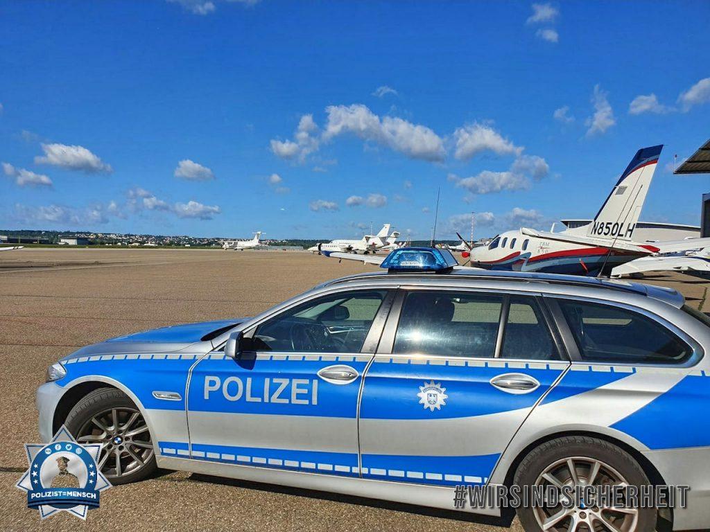 """""""Grüße vom Stuttgarter Flughafen. Marc und Max"""""""