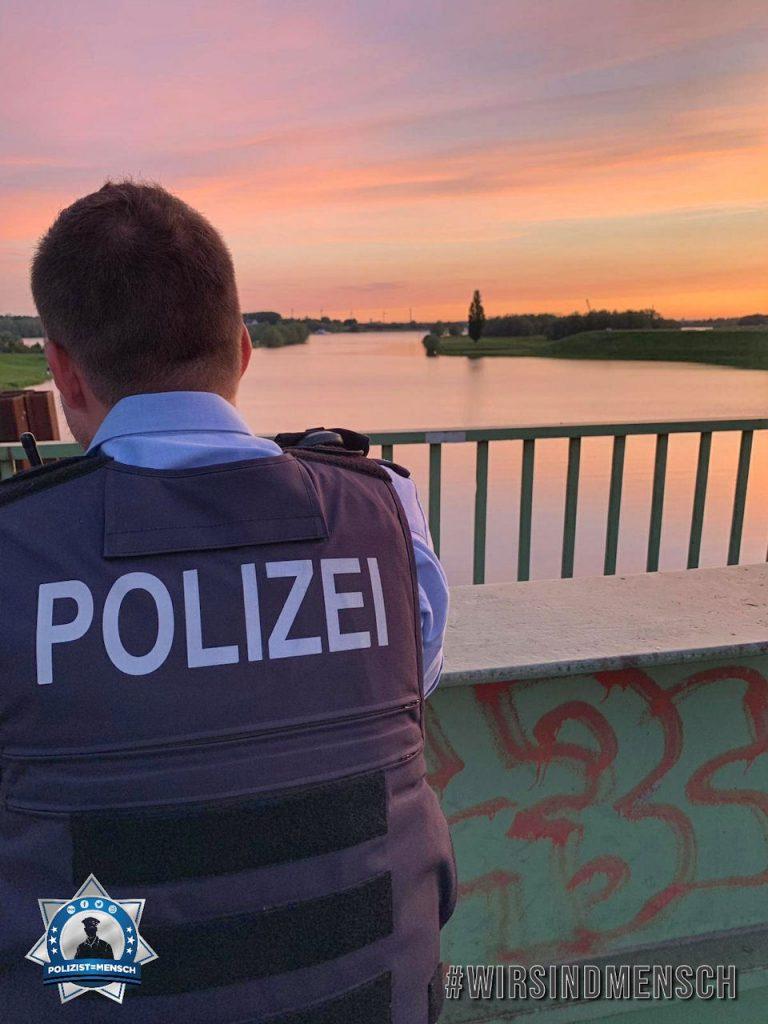 """""""Endlich ist der Sommer da. Die Aufnahme entstand bei einem ruhigen Moment am Rhein in Duisburg Walsum. Allen Kolleginnen und Kollegen ein entspanntes Wochenende. Kai"""""""