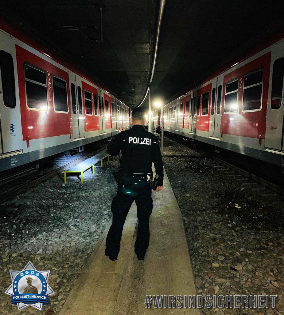"""""""Grüße von der Nachtschicht vom Flughafen Stuttgart. Wir beherrschen auch Bahn. Marc"""""""