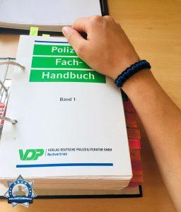 Anstehende Klausurenrunde nicht ohne mein Thin-Blue-Line-Armband