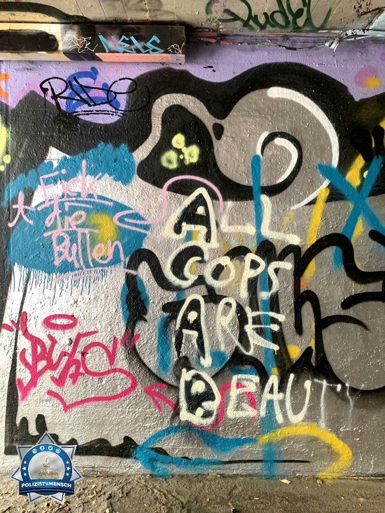 """""""Hier prallen Meinungen aufeinander. Gesehen in der Unterführung in Mainz Kastel am Brückenkopf, Stephan"""""""