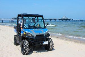Streifenwagen für den Strand: Polizei testet ein neues Einsatzfahrzeug auf der Insel Usedom