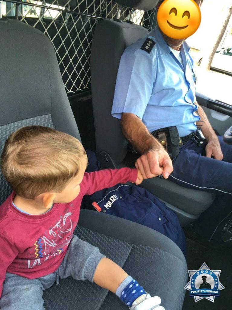 """""""Wenn sich die Polizei nach einer Unfallaufnahme sogar Zeit nimmt für einen kleinen Fan 😍 Danke dafür, Dionit!"""""""