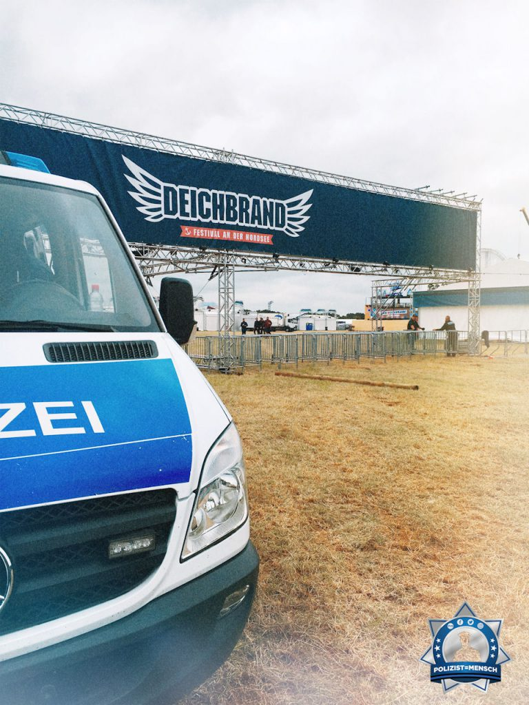 """""""Heute startet unser Einsatz beim Deichbrand-Festival. Liebe Grüße von der Zentralen Polizeidirektion (ZPD) Niedersachsen!"""""""