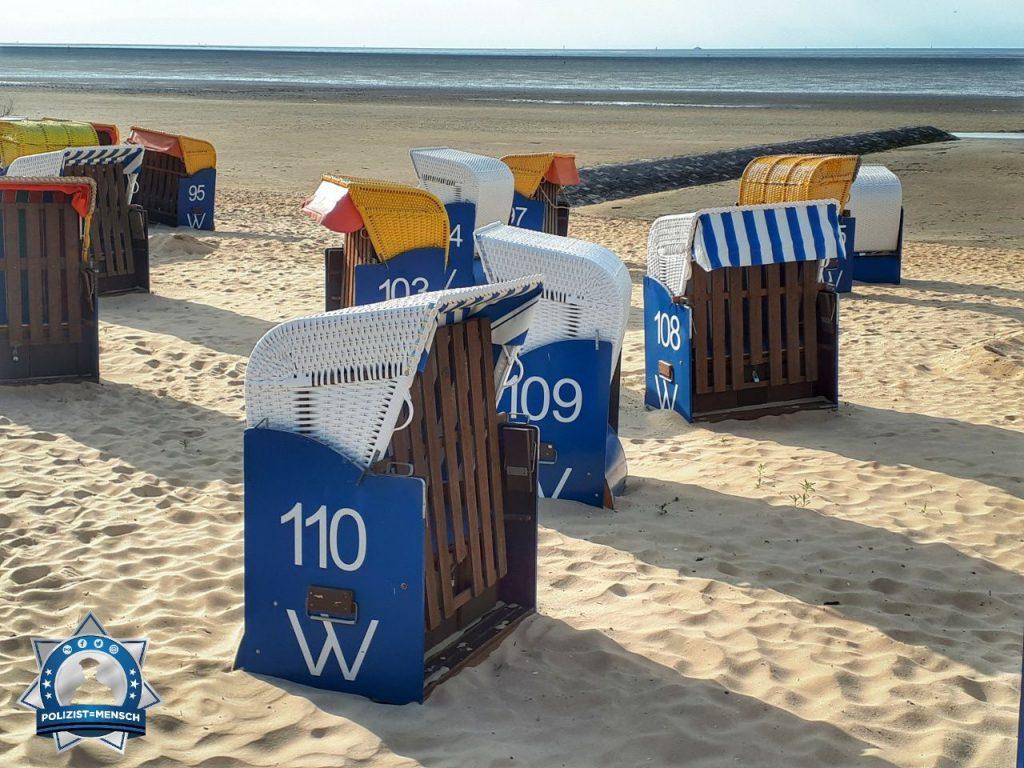 """""""Hallo, Strandkorb mit polizeilichem Anstrich. Gruß vom Tagesausflug aus Cuxhaven von Manuela"""""""