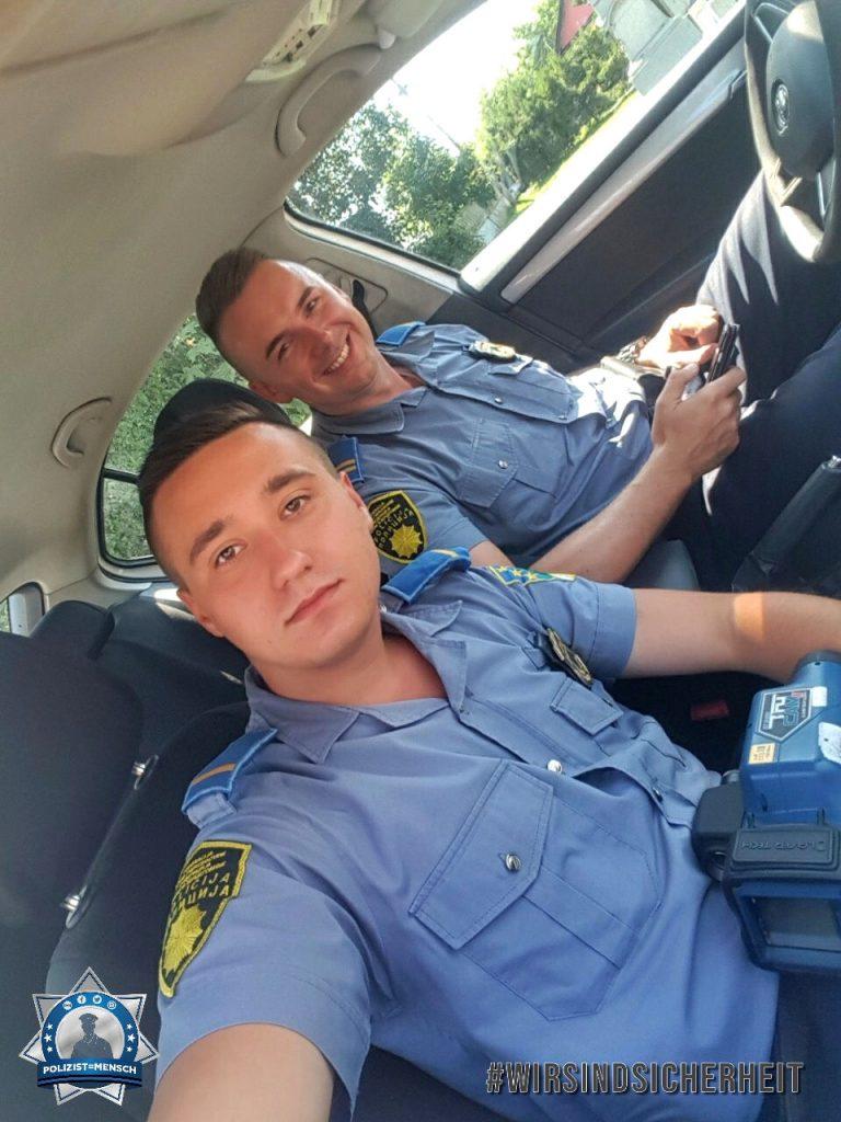 """""""Liebe Grüße aus Bosnien und Herzegowina an alle Polizist=Mensch-Follower und an das Team. Blue lives matter. 💙 Said und Mirnes"""""""