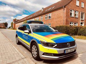 Eure Meinung: Polizei in Regenbogenfarbe