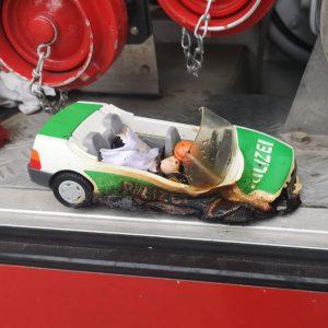 Geparkter Streifenwagen auf Herdplatte löst Feuerwehr- und Polizeieinsatz aus: Polizisten sorgen für Ersatz