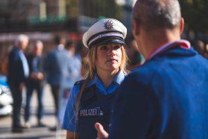 Polizisten im Gespräch: Tag der Zivilcourage