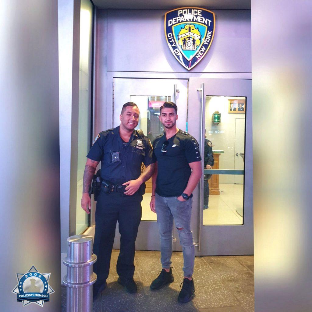 """""""Liebe Grüße vom NYPD! Auch wenn die Kollegen viel zu tun haben, nehmen sie sich Zeit für einen kurzen Plausch und ein Foto. Vielen Dank dafür! Yaku"""""""