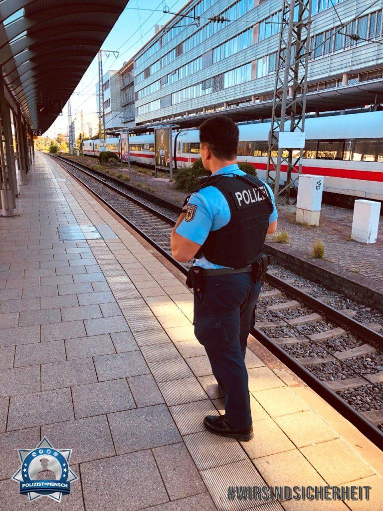 """""""Liebe Grüße aus dem wundervollen Schwarzwald von der Bundespolizei Weil am Rhein/Lörrach, hier am Bahnhof Freiburg im Breisgau, Nico"""""""