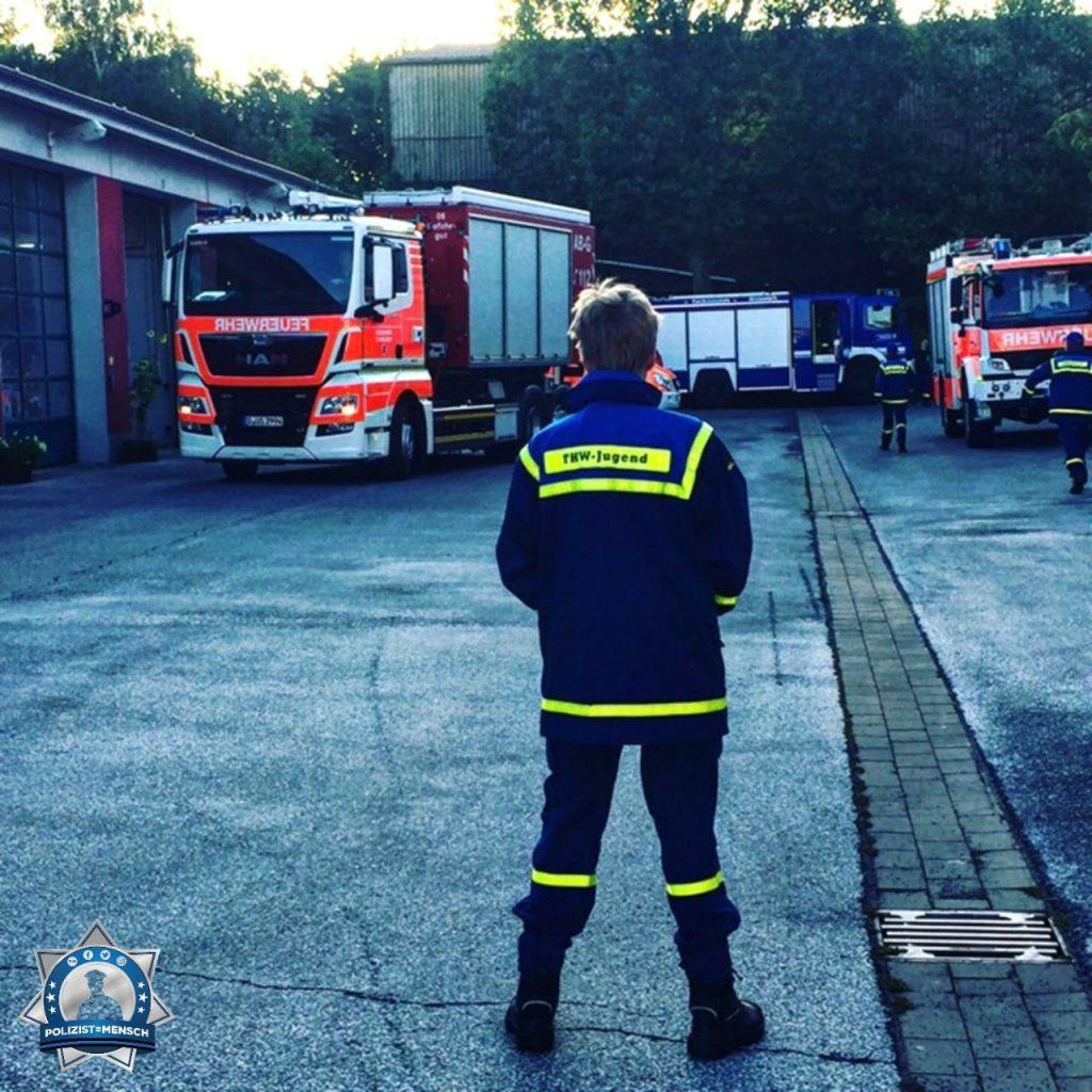 """""""Viele Grüße vom 24h-Dienst auf der Feuerwache 10 Düsseldorf. Euch allen da draußen auf Streife DANKE FÜR EUREN DIENST, ihr seid fantastisch! Danke das wir immer auf euch zählen können. Christian"""""""