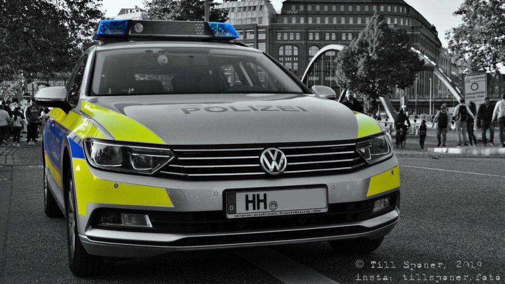 """""""Hallo, ich habe auf den Hamburg Cruisedays ein sehr schönes Foto von einem Streifenwagen gemacht. Mit besten Grüßen von Till Sponer Foto"""""""