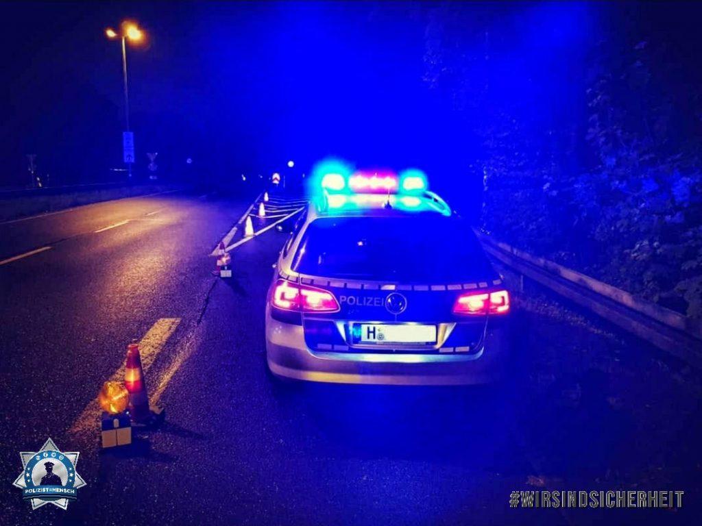 """Absicherung bei Nacht bei einem schweren Verkehrsunfall auf der B6 bei Hannover. Kommt bitte immer gut an! Malte"""
