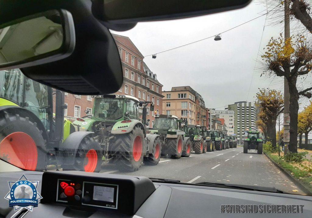 """""""Liebe Grüße von der Trecker-Demo in NRW, Tanja"""""""