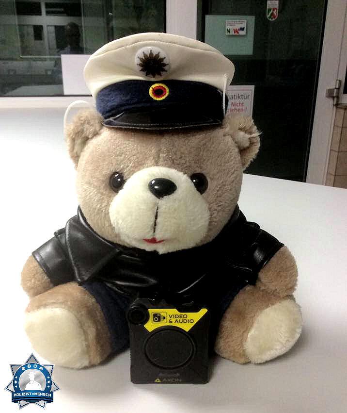 """""""Bodycam jetzt auch für mich! Liebe Kollegen, passt auf euch auf"""" Euer Poli Bär"""""""