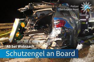 Pannenfahrzeug abgesichert: Lkw fährt in Polizeifahrzeug und verletzt zwei Polizisten