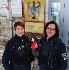 """Der Polizeibericht im Original: Bundespolizistinnen nehmen herrenlose """"Zugmaus"""" in Gewahrsam"""