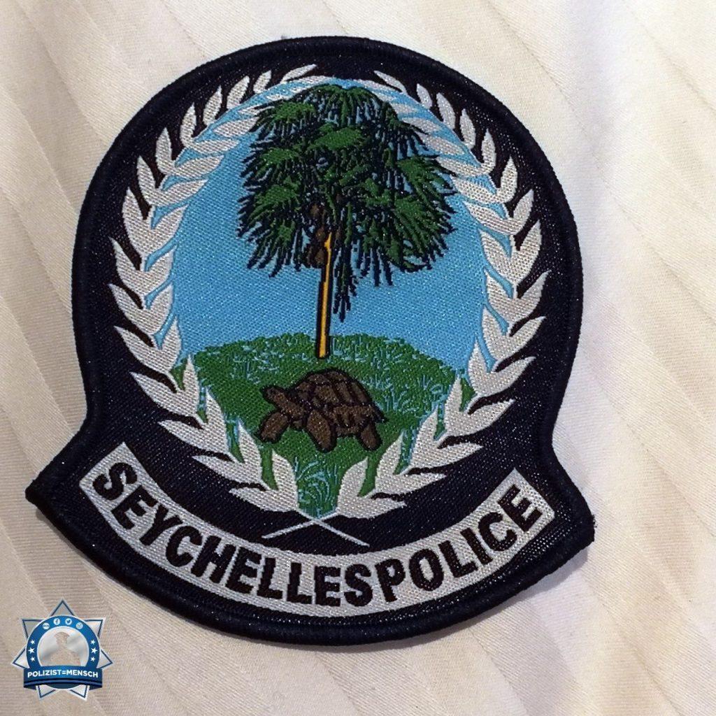 """""""Hallo und liebe Grüße von den Seychellen. Wir haben unsere hiesigen Kollegen besucht und Patches getauscht. Stay safe! Saskia"""""""