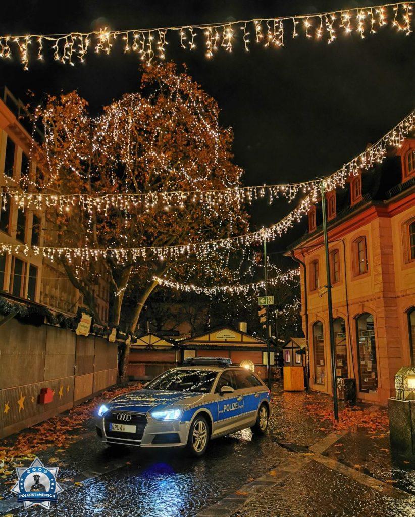 """""""Liebe Grüße vom Mainzer Weihnachtsmarkt, vor dessen Eröffnung! Euch allen eine frohe, besinnliche und sichere Zeit! Jana und Maik"""""""