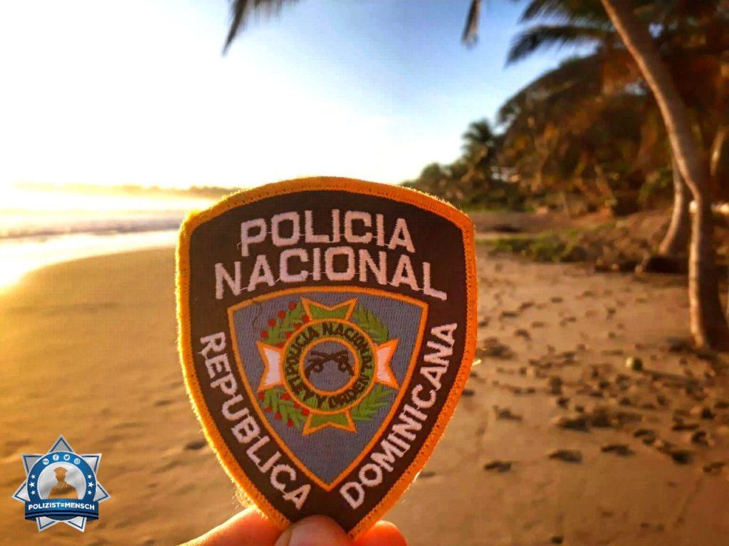 """""""Grüße aus dem sonnigen Puerto Plata in der Dominikanischen Republik. Natürlich wurden auch gleich Patches mit der Policia Nacional getauscht. Grüße von Christian und Andy"""""""