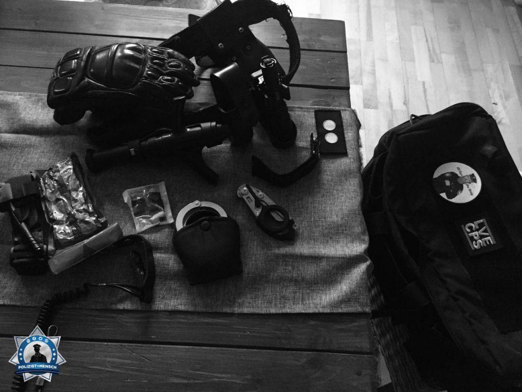 """""""FEM Check für den Einsatz in Braunschweig beim AfD Bundesparteitag. Grüße an alle Kollegen und auf einen hoffentlich friedlichen Protest. LG Sven"""""""