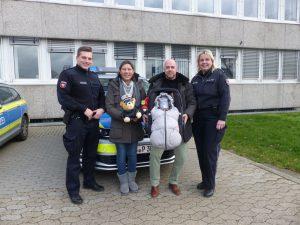 Eskorte zur Geburt ins Krankenhaus: Familie bedankt sich bei Polizisten