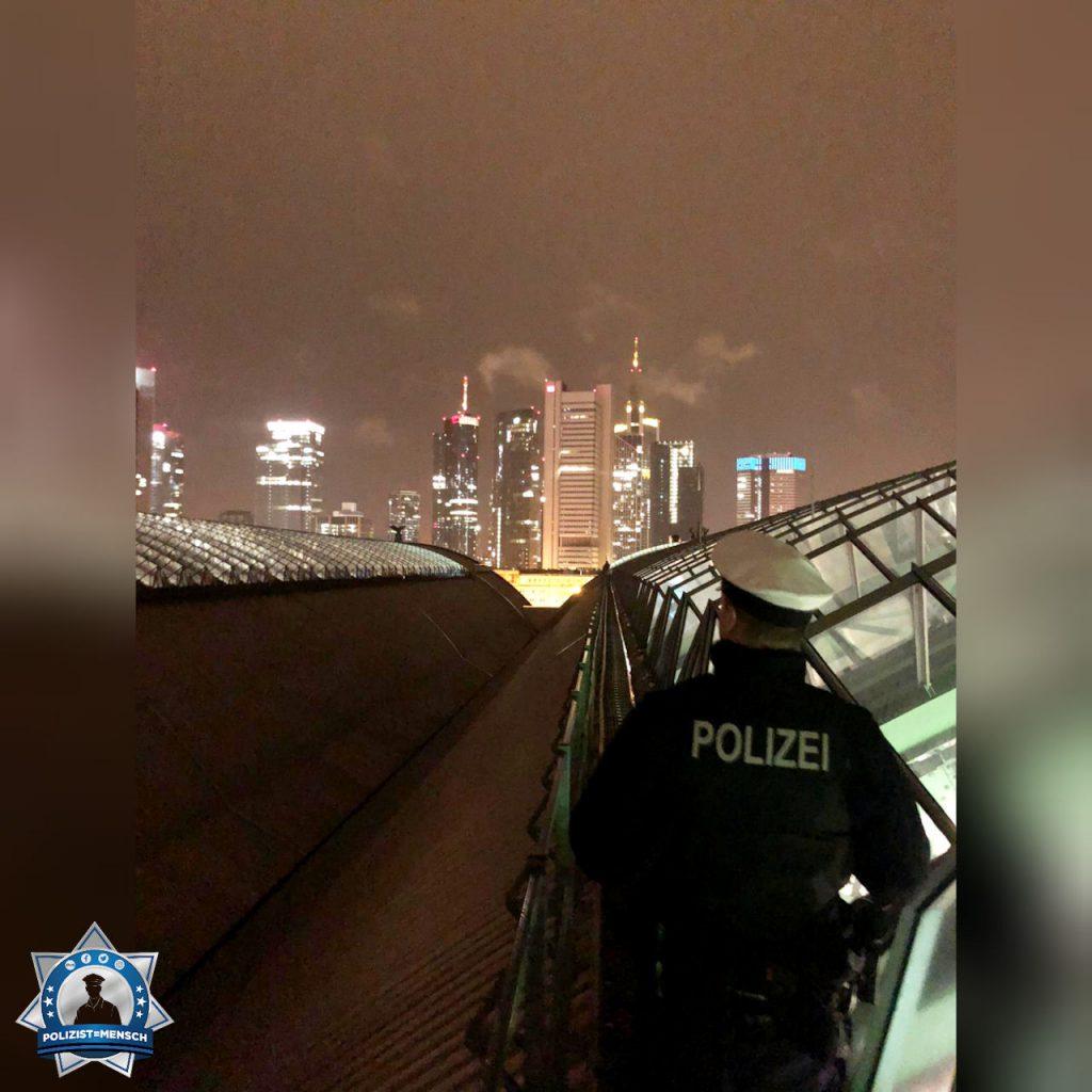 """""""0 6 9 - Die besten Grüße aus Frankfurt am Main von der Bundespolizei Hauptbahnhof! Nino"""""""