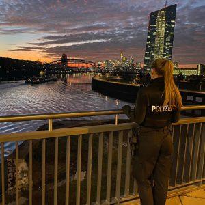 Sheyenne zeigt euch den Alltag einer hessischen Polizistin