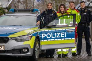 Gegenseitiges Verständnis: Notfallsanitäter fahren mit auf Streife