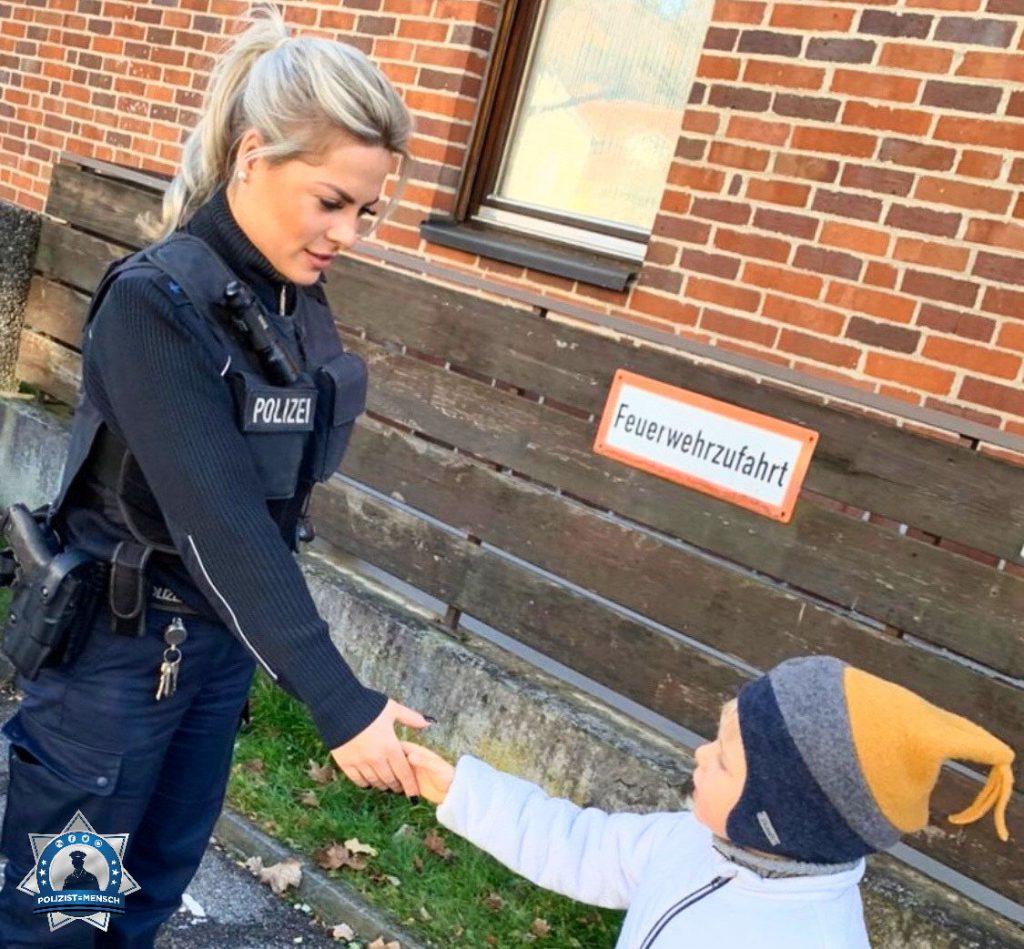 """""""Kinder lernen mehr von unserem Verhalten, als von dem, was wir ihnen beibringen ☺️ Ganz liebe Grüße, Alexandra"""""""