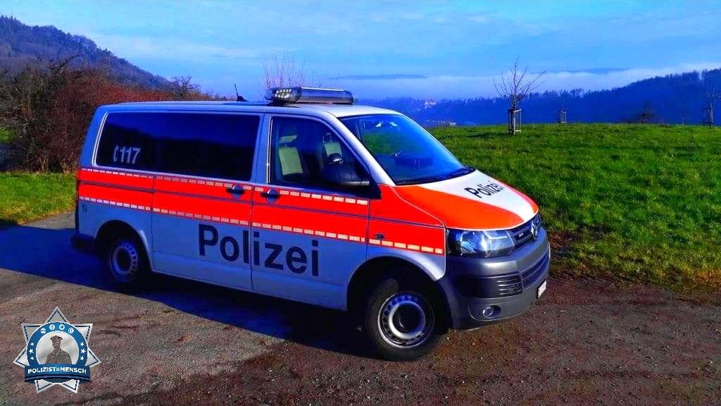 """""""Die Sonne gesucht und gefunden. Während die Stadt im Nebelmeer versinkt, konnten wir darauf hinunter schauen. 😊 Schöne Grüsse aus Zürich, Madlaina"""""""