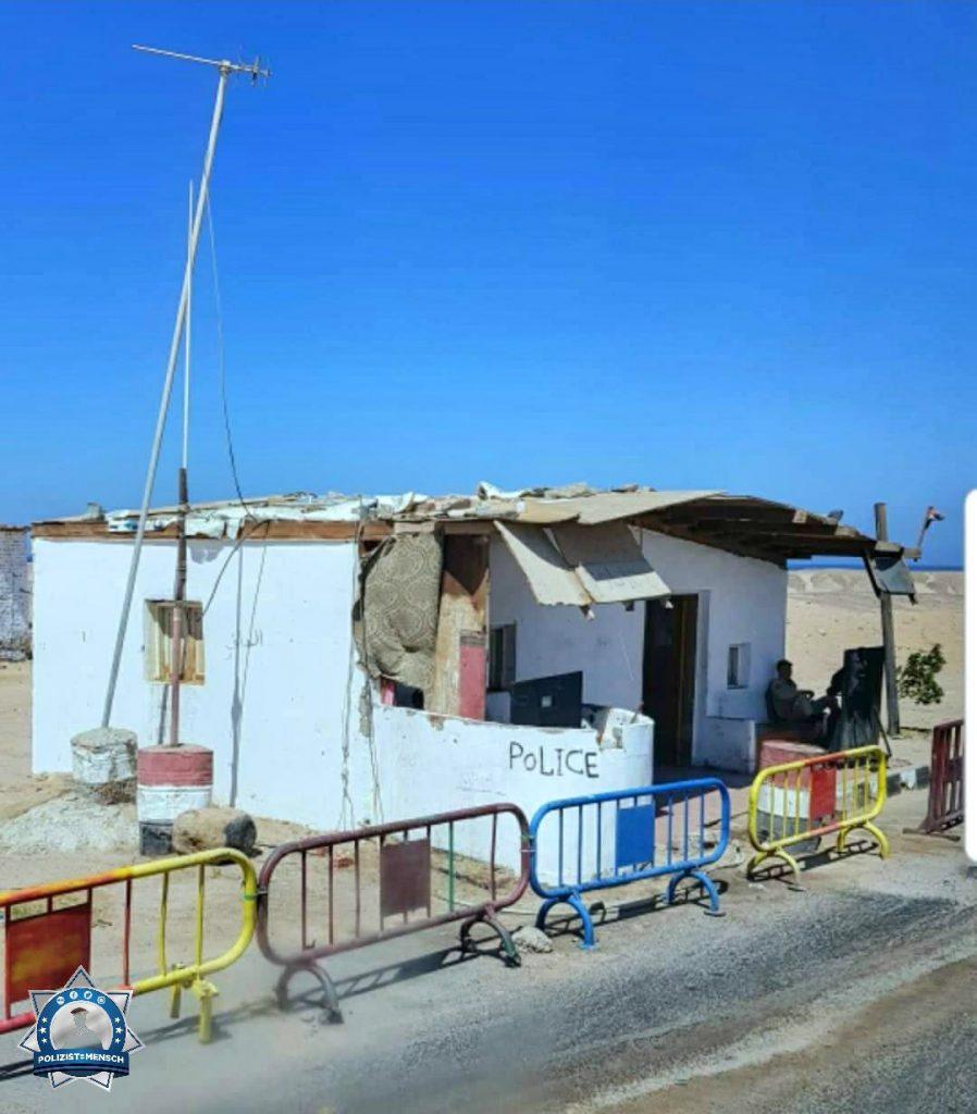 """""""Die Wache müsste mal saniert werden? In Ägypten macht man sich über so was keine Gedanken. Polizeistation am Makadi Bay. LG Sam"""""""