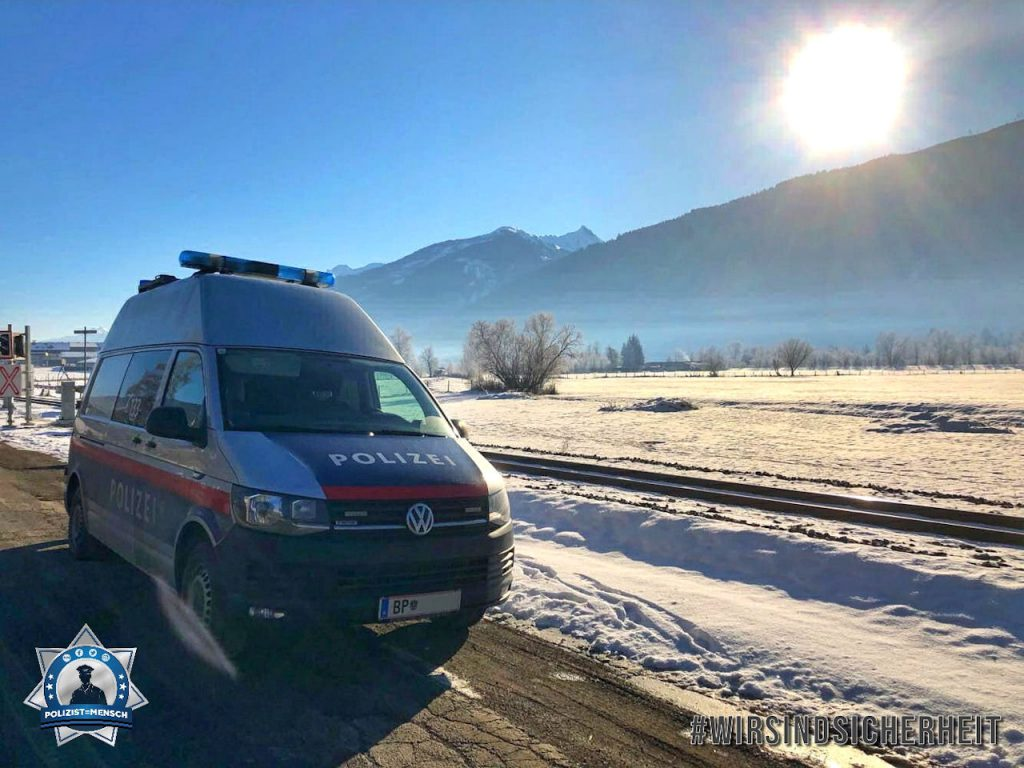 """""""Die österreichische Polizei sendet viele grüße aus dem frostigen aber wunderschönen Pinzgau! ADR-Kontrolle bei -9 Grad ☺️ LG Julia"""""""